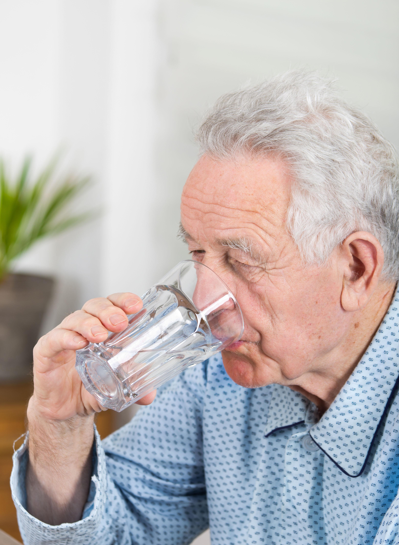 canicule personne âgée vieillesse chaleur été hydratation