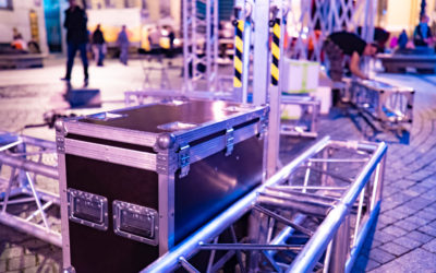 Transportation of concert equipment. Dismantling and packaging of scenery for performances. Special boxes for transporting concert equipment. Providing live performances. Installation and dismantling